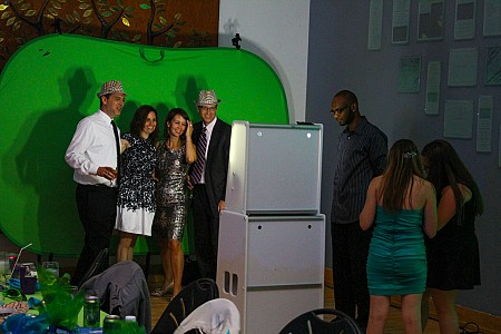 Electric Entertainment green-screen-express Picture